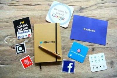 Mengelola media sosial
